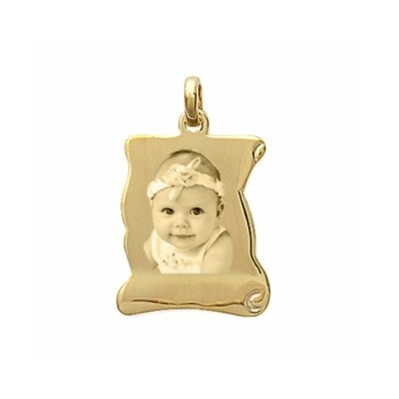 une médaille en or parchemin 9 carats