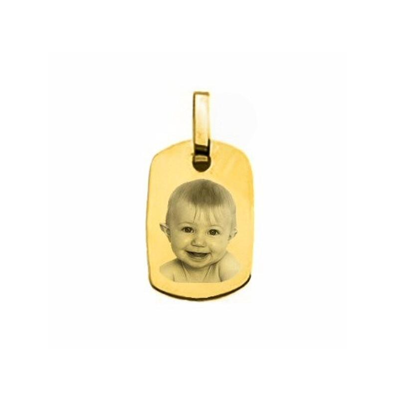 un petit médaillon en or rectangle 18 carats