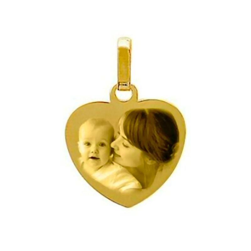 une médaille cœur en or 9 carats